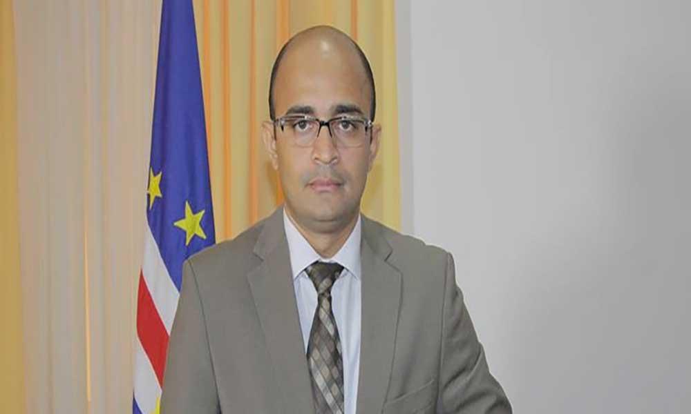 Ministro Paulo Rocha preside sessão solene do dia da cidade do Mindelo