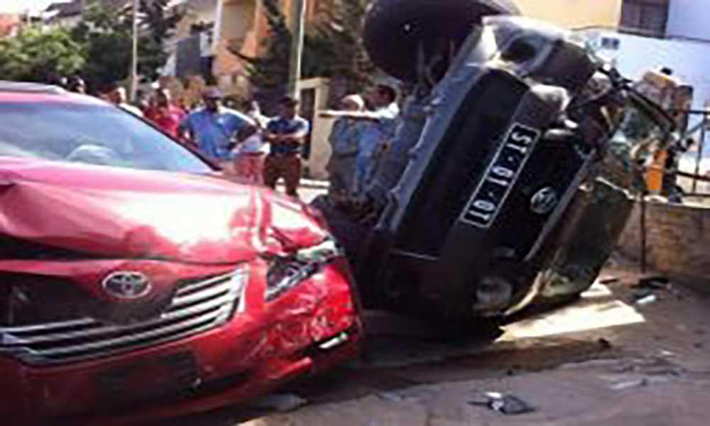 Praia: duas viaturas em aparatoso acidente na entrada da cidadela (com fotos)