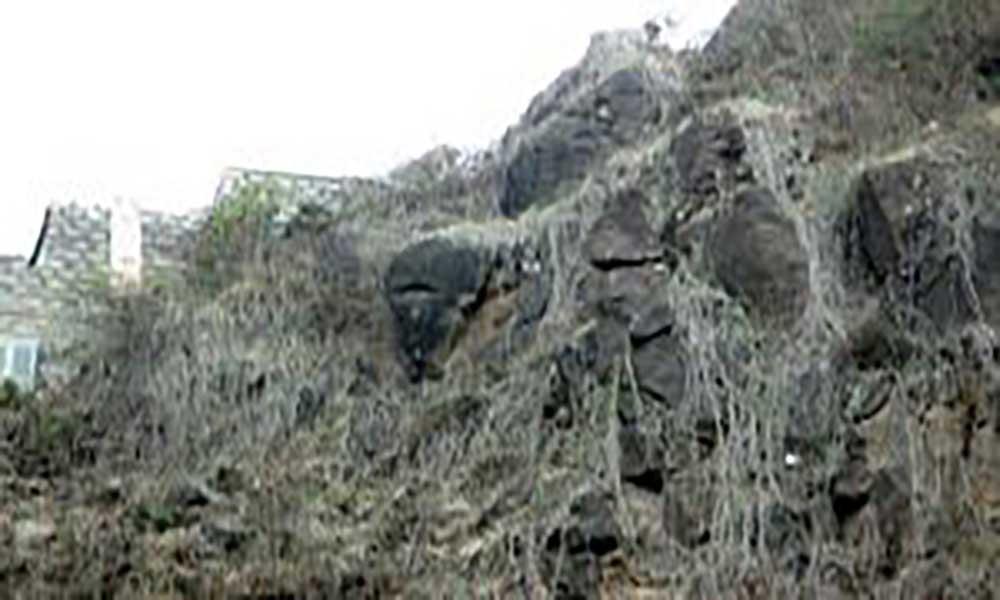 Santo Antão: Pedra de grande dimensão ameaça cair na rua de Horta