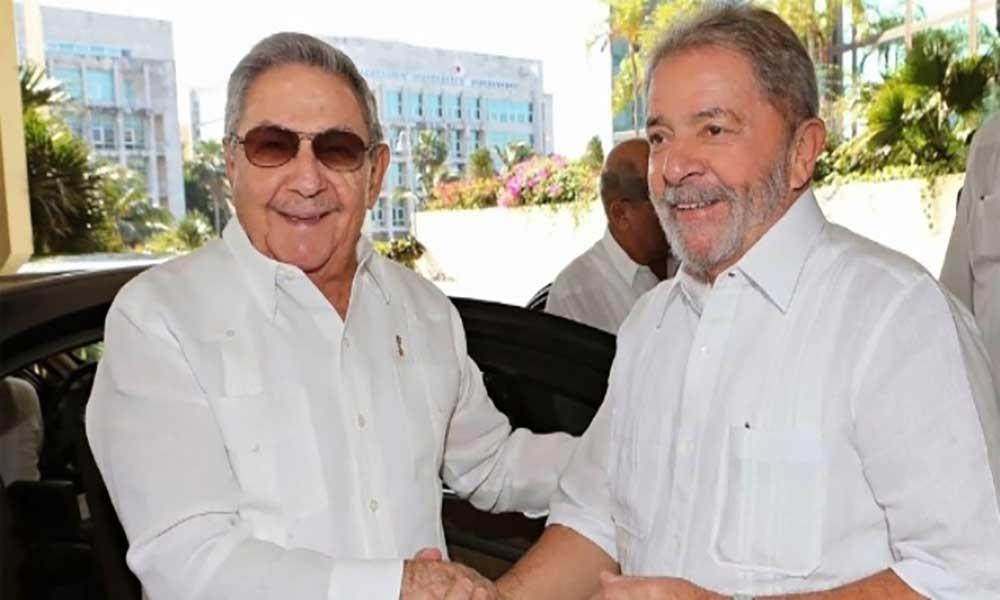 """Cuba: Raul Castro denuncia """"perseguição política"""" contra Lula da Silva"""