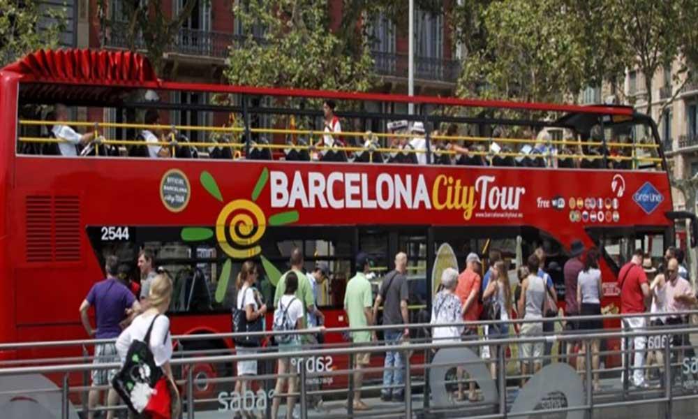 Jovens em Barcelona declaram guerra ao turismo