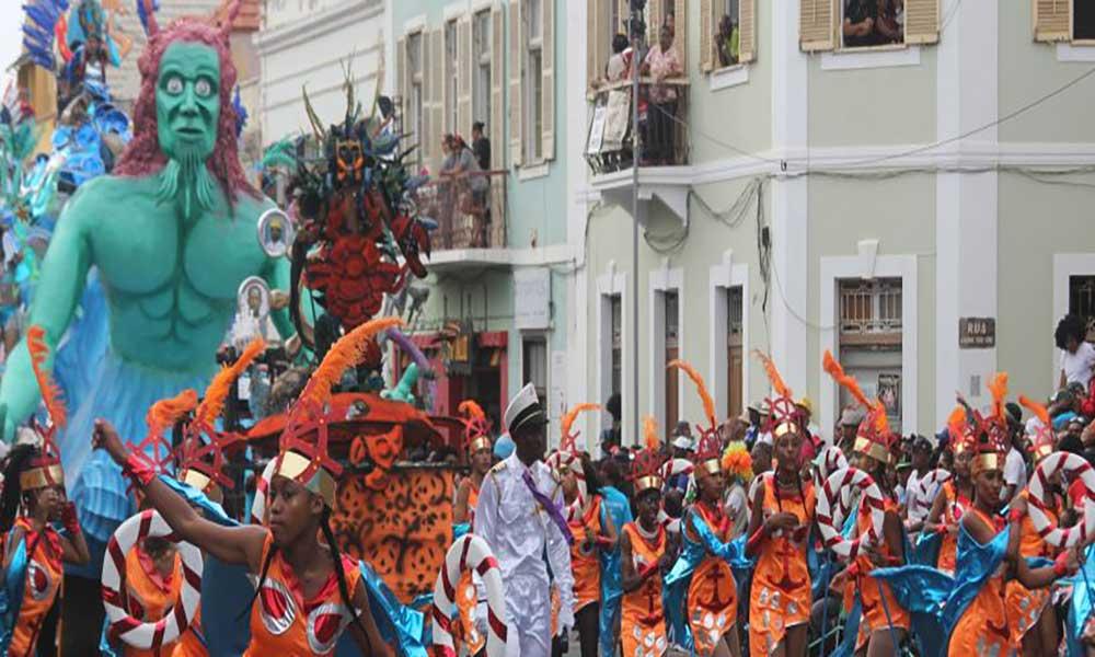 São Vicente acolhe 4a edição do Carnaval de verão