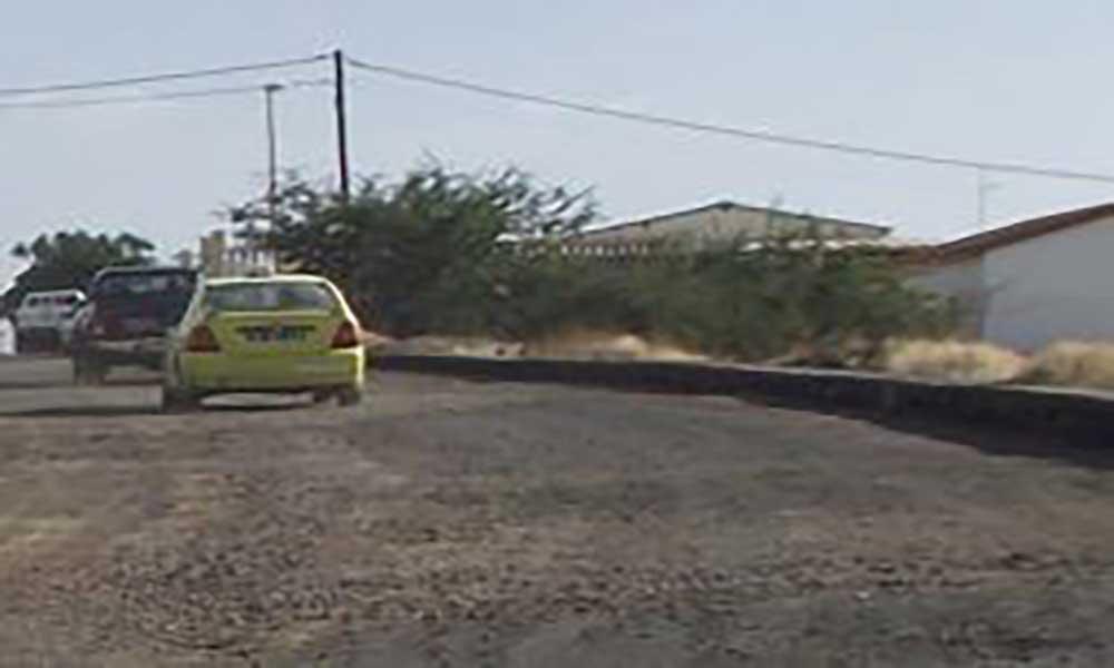São Filipe: Estrada de acesso a hospital reclama por intervenção cerca de oito meses após sua reabilitação
