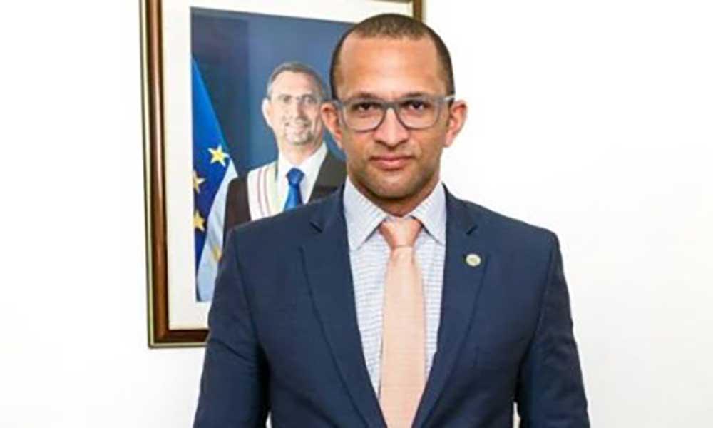 Governo condecora escritor Luís Romano e a Marinha do Brasil com medalha de mérito cultural