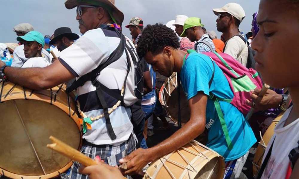 """""""Os Tamboreiros da Ilha das Montanhas"""" apresentando em Porto Novo"""