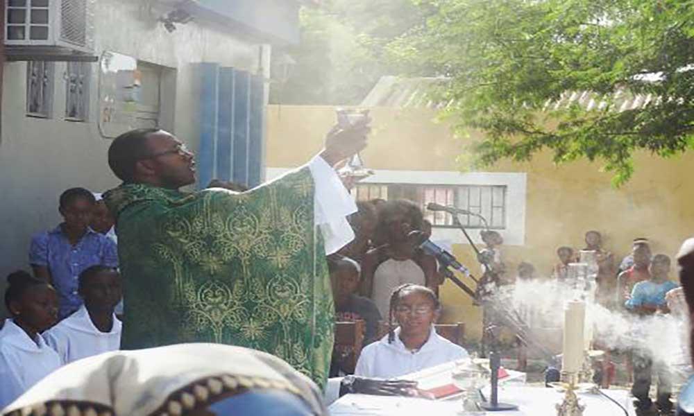 Praia: Padre Samuel da Costa assaltado e sequestrado na porta do seminário São José