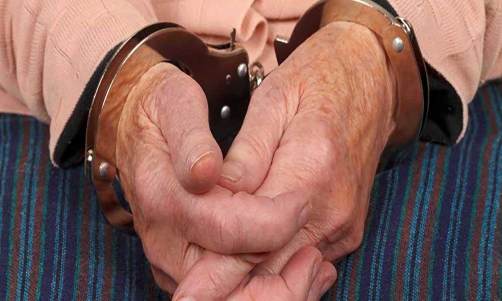 Homem de 100 anos preso por disparar sobre si próprio com arma ilegal