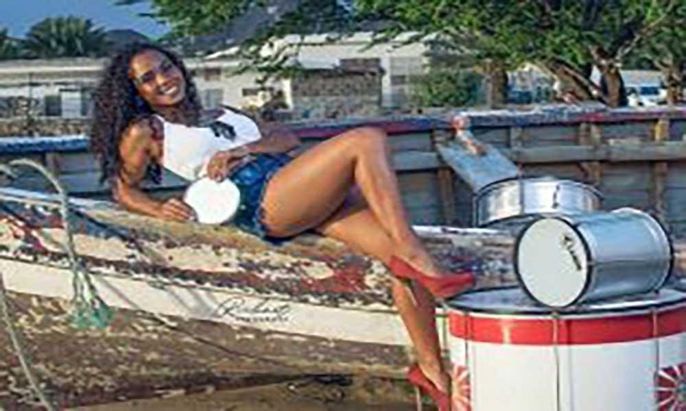 São Vicente: Grupo carnavalesco Monte Sossego apresenta rainha da bateria