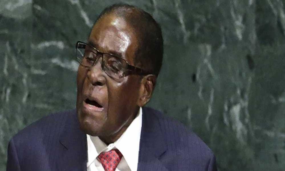 """Zimbabué. Presidente Mugabe e família detidos numa """"transição de poder sem sangue"""""""
