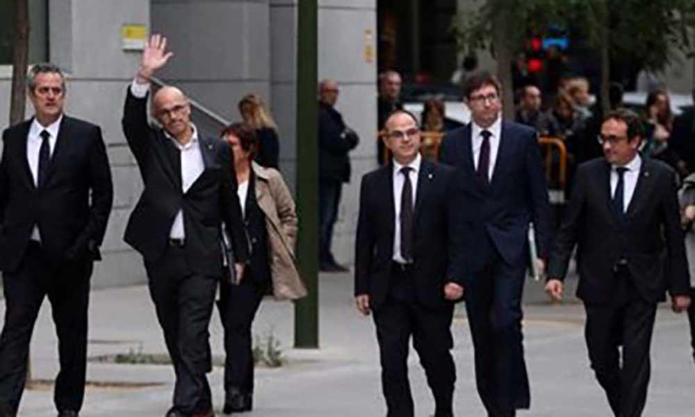 Espanha: Juíza decreta prisão de oito ex-membros do governo catalão