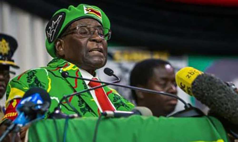 Zimbabué. Oposição e militares negoceiam governo de transição com Mugabe em prisão domiciliária