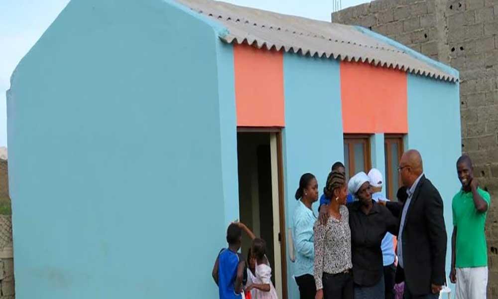Santiago: Câmara Municipal de São Domingos entrega seis moradias à famílias com emergência habitacional