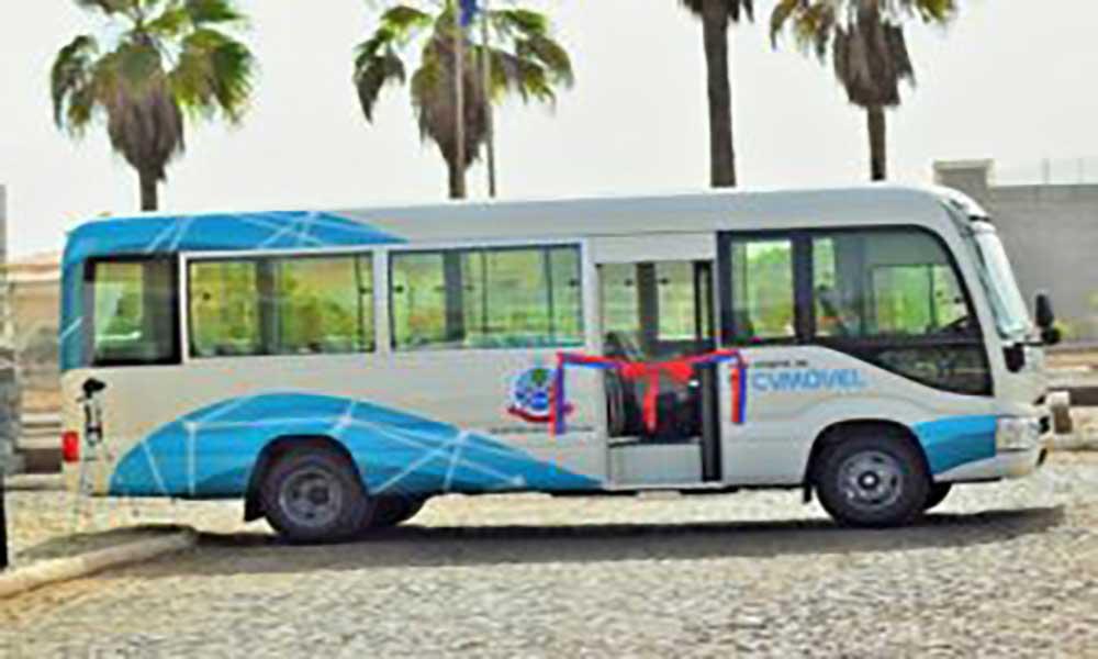 Santo Antão: CV Móvel oferece autocarro escolar ao município da Ribeira Grande