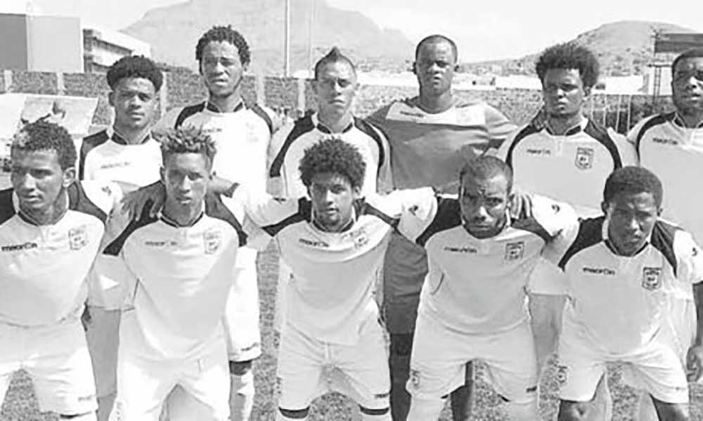 Regional de futebol em São Vicente: Batuque aproveita deslizes no topo