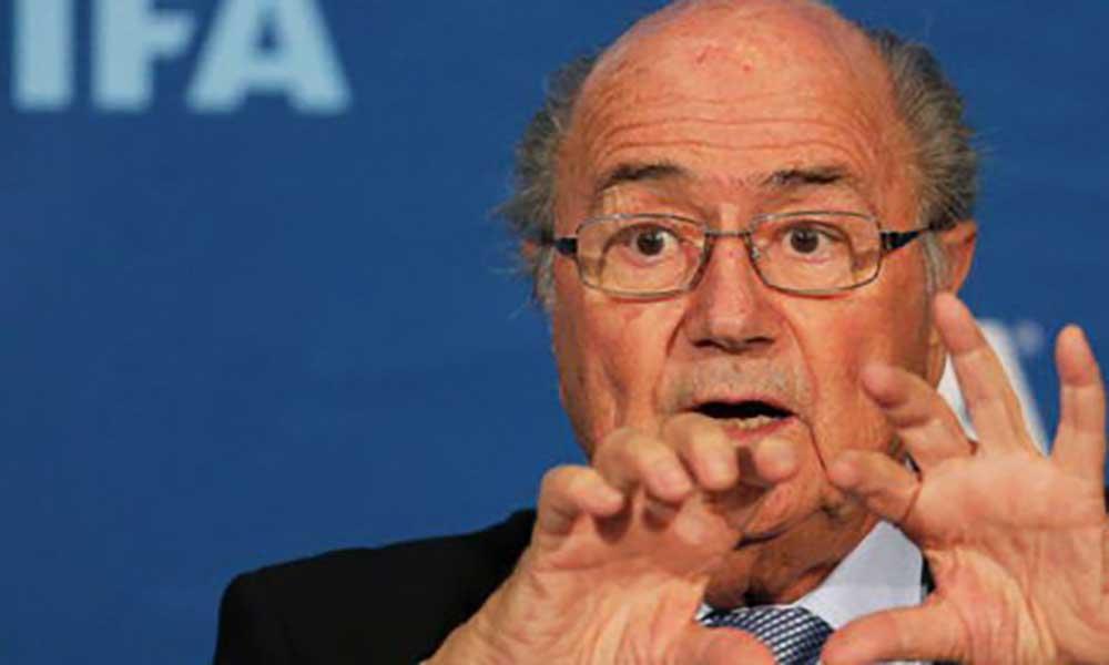 """Blatter não quer que Mundial'2018 sirva de """"cobaia"""" para o VAR"""