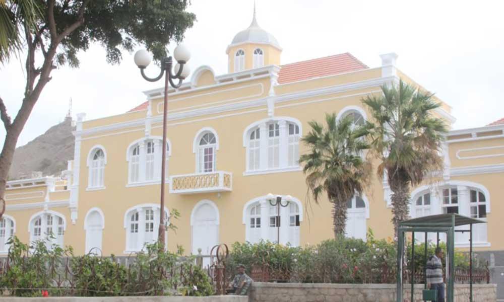 São Vicente: Ministra da Educação inaugura obra de reabilitação do edifício Gil Eanes