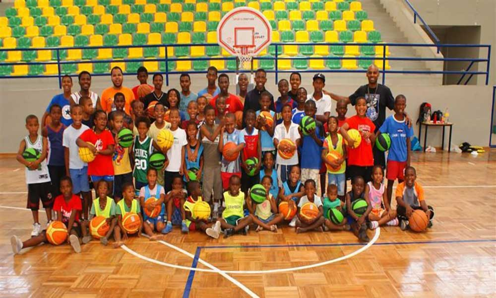 Santa Catarina: Crianças da Escola de Minibasket da Assomada participam em torneio internacional em Portugal