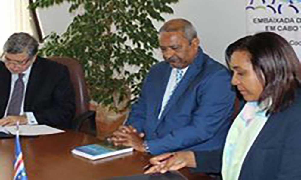 Banco de leite humano: Brasil e Cabo Verde assinam projeto de cooperação