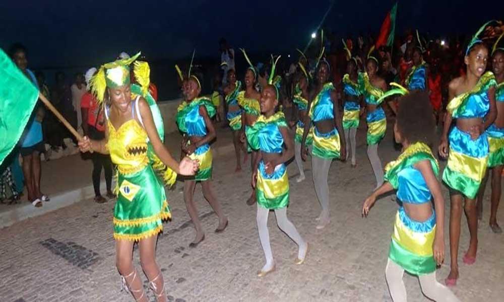 Carnaval/Maio: Grupos de animação levam magia e folia às ruas