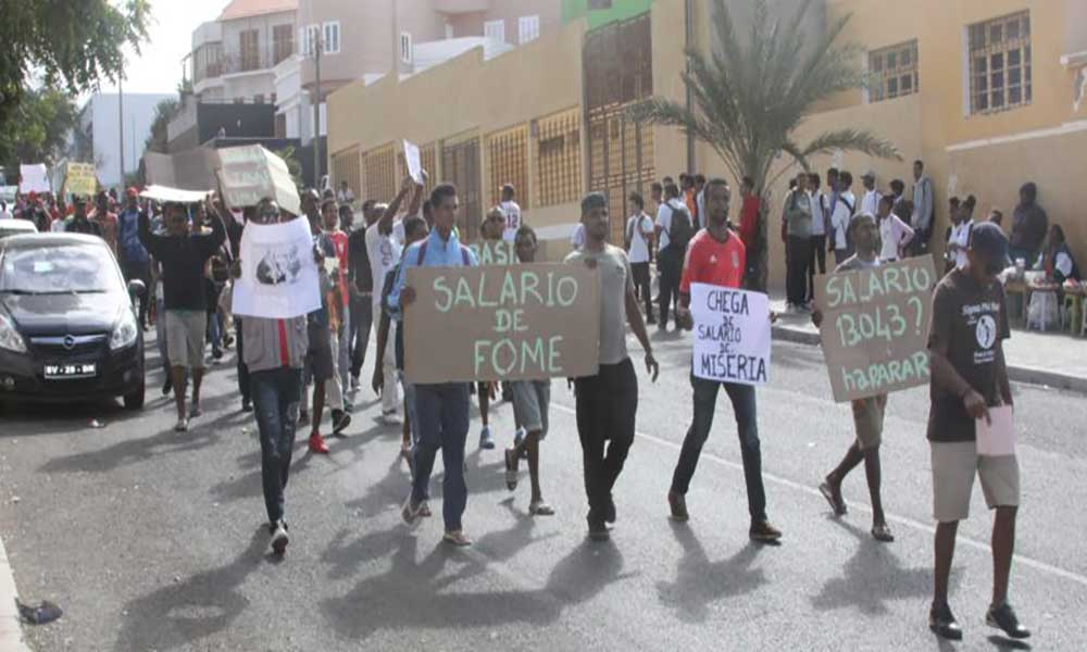 São Vicente: Vigilantes reivindicam melhores condições salariais