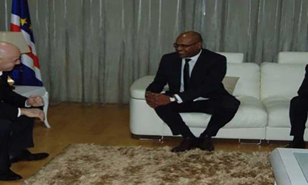 """Presidente da FIFA já está em Cabo Verde a """"trabalhar para desenvolvimento do futebol africano"""""""