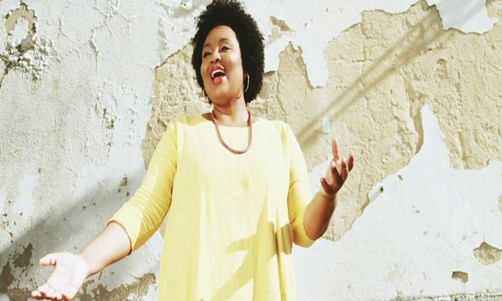 """""""Laço Umbilical"""" é o primeiro CD de Lucibela Santos"""