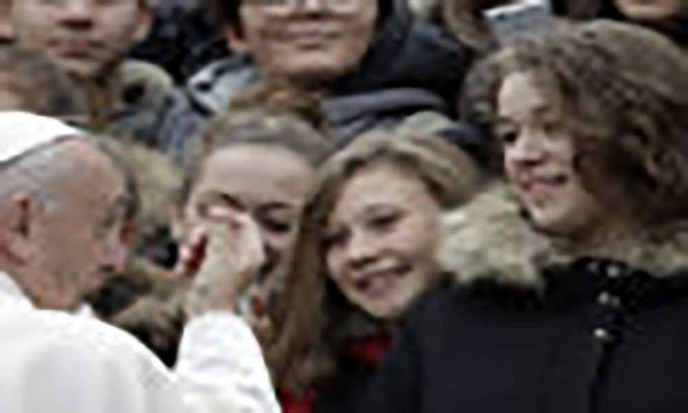 """Vaticano: Papa pede para jovens não serem obcecados com """"gostos"""" das redes sociais"""