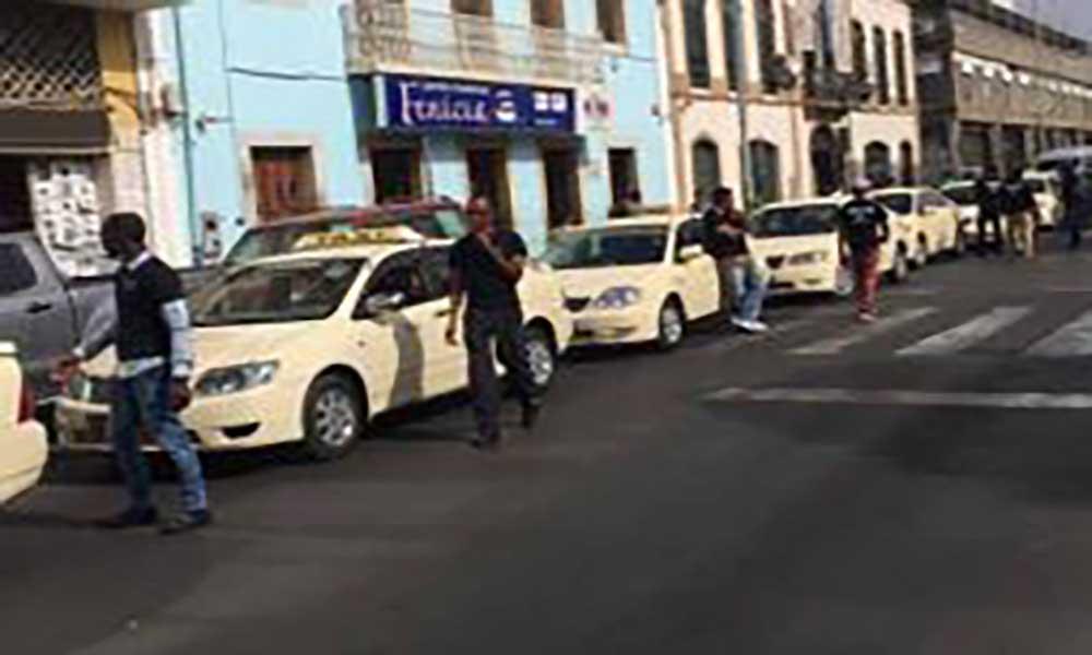 """Braço de ferro entre CMP e taxistas:Óscar Santos decidido a pôr fim ao """"cambalacho"""" das licenças"""
