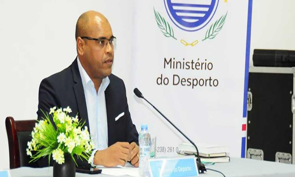 Ministro do Desporto inaugura Polidesportivo da Ribeira Cruz orçado em quatro mil contos