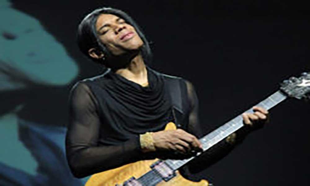Depois de brilhar no palco do KJF, Stanley Jordan leva o jazz ao liceu Pedro Gomes