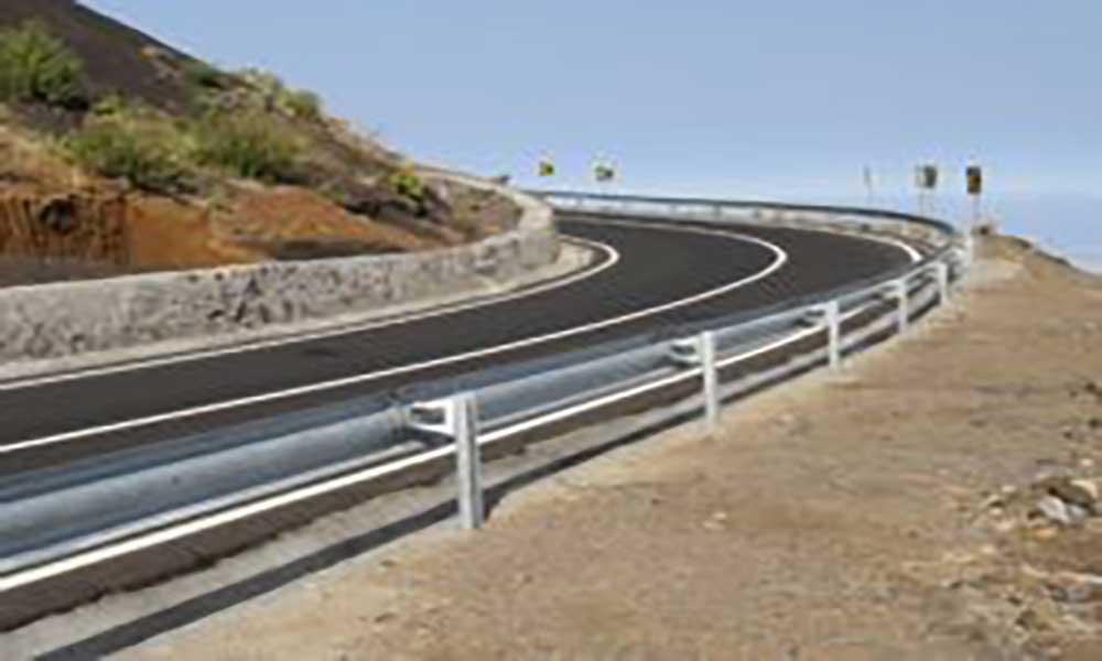 Desabamento de rochas obstrui estrada nacional no troço São Filipe – Mosteiros