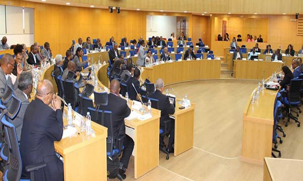 """PAICV considera """"preocupante"""" inexistência de contrato entre Governo e a Binter e espera intervenção do TC"""