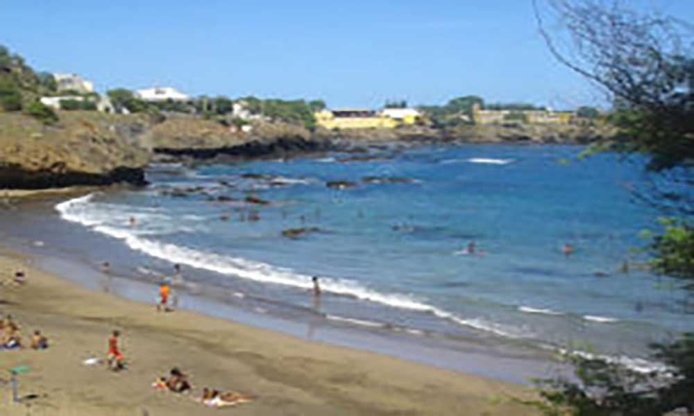 Embaixada dos EUA em Cabo Verde e COC celebram dia da terra com campanha de limpeza na Kebra Canela