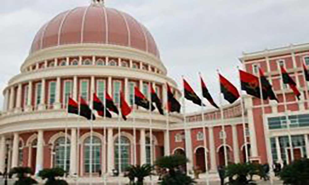 Angola: Governo propõe 15 anos para a implementação de autarquias em todo o país