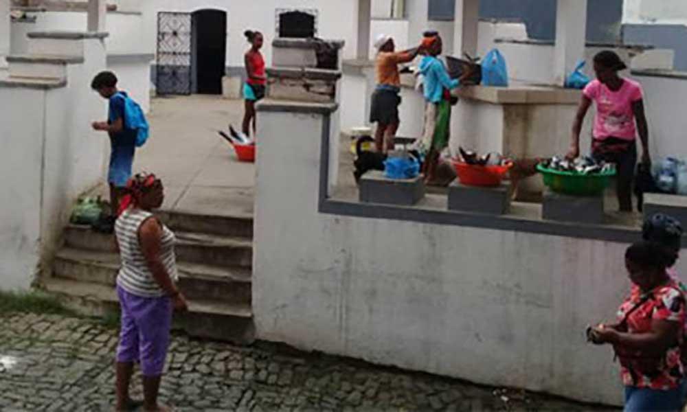 """Ilha Brava: Peixeiras """"clamam"""" por melhores condições no Mercado de Peixe"""