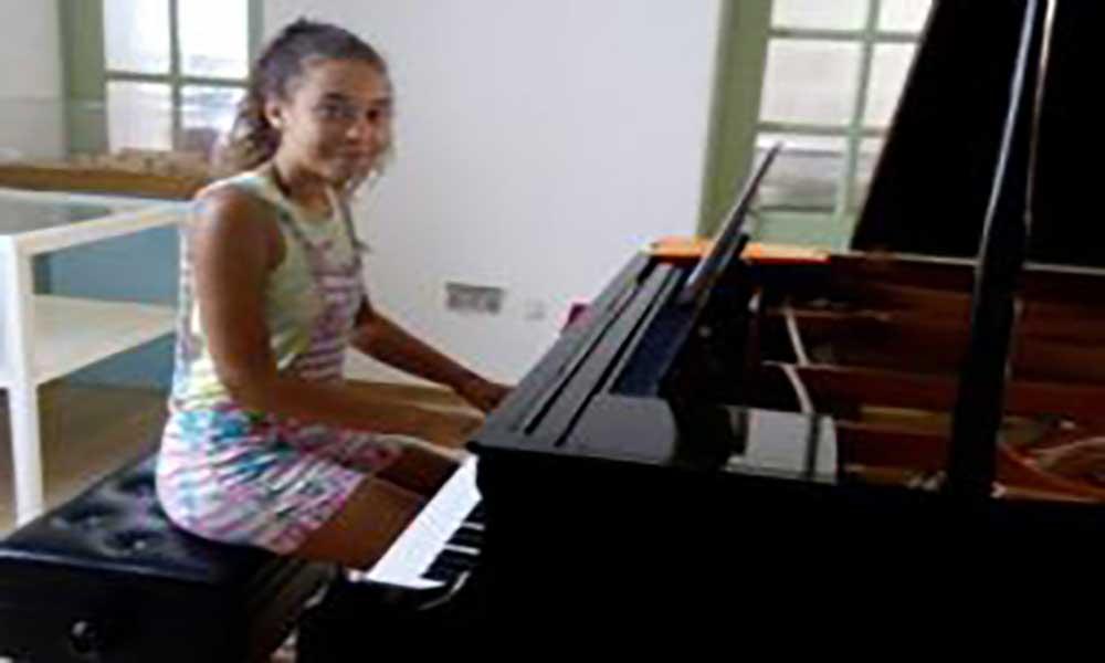 São Vicente: Jovem pianista Ana Rita Ramos apresenta-se no Mindelo com um reportório de clássicos