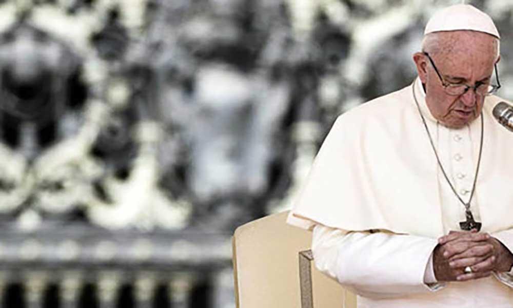 Vaticano: Papa pede acções concretas para acabar com plástico nos mares