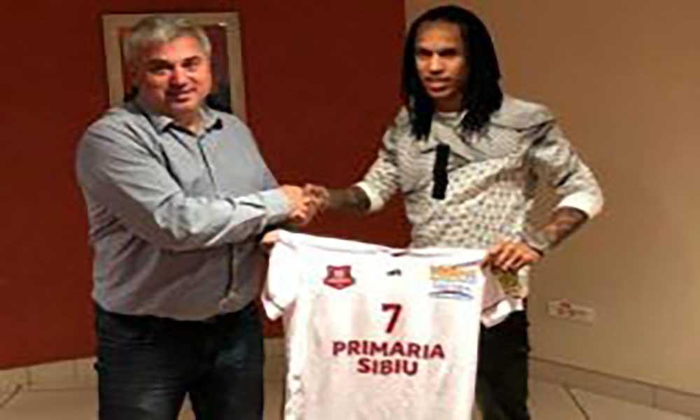Futebol: Kuca assina contrato de uma temporada com o Hermannstadt da Roménia