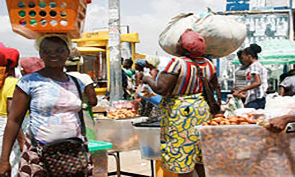 Angola: Venda ambulante regulamentada até ao fim deste ano