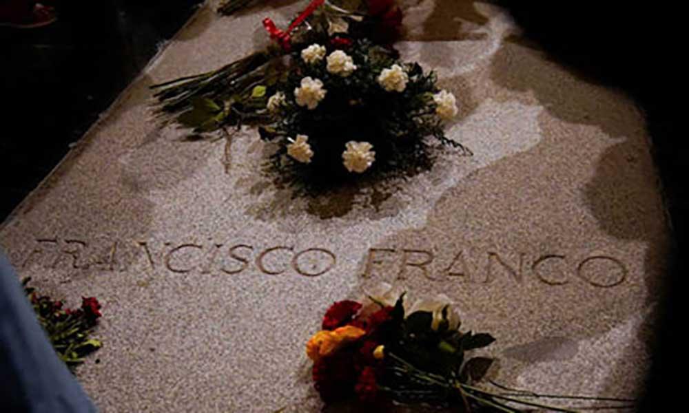 Espanha: Governo e Igreja procuram local para transferir corpo de Franco