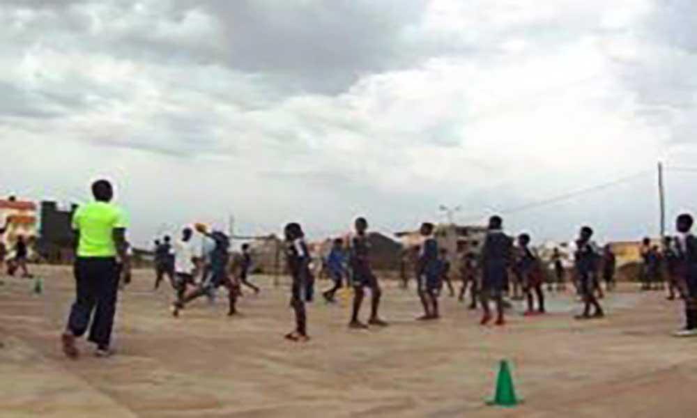 Escolas do Tarrafal brincaram, jogaram e nadaram em comemoração ao dia do desporto